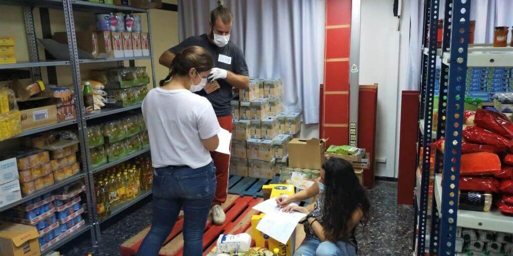 personas haciendo voluntariado